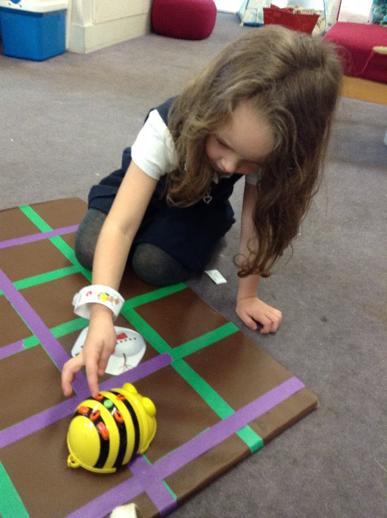 Dinosaur Wow Start & Beebots – Pinewood Infants